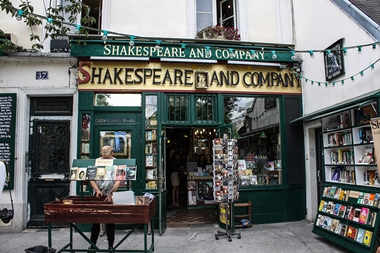 Shakespeare_and_Company_bookstore,_Paris_13_August_2013